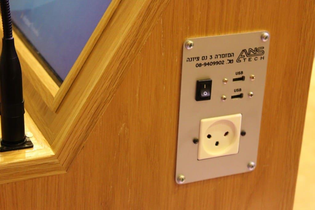 פאנל חיבורים מהיר, פאנל חיבור, פנל חיבורים מהיר, פנל חיבור', חשמל, רשת, USB, PL 2.5. VGA, RCA, Quick Connections panel, panel connection, fast connections panel, panel connection, electricity, network